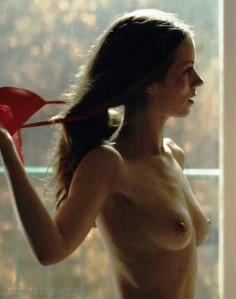Alice Dwyer Nude