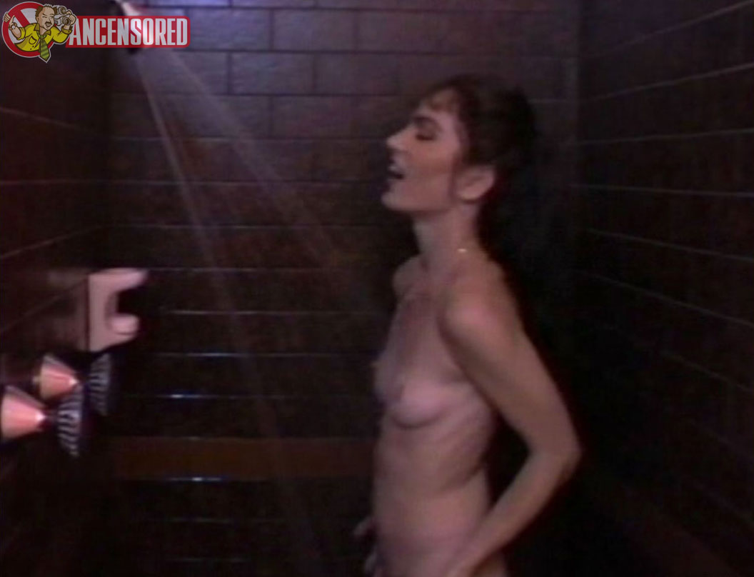 scream queen nude clips jpg 422x640